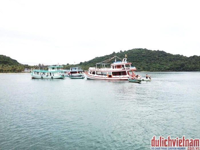 Tàu thăm quan du lịch Phú Quốc