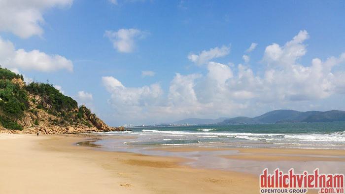 Vẻ đẹp nguyên sơ của bãi biển Quỳ Hòa