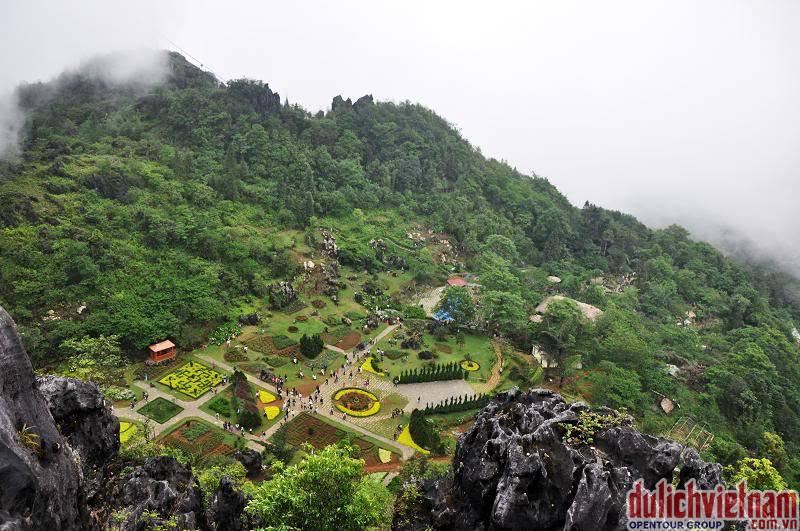 Tại Núi Hàm Rổng du khách có thể thấy toàn cảnh của thành phố Sapa