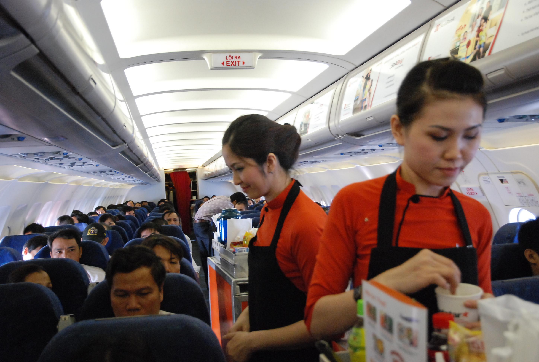 phục vụ trên máy bay jetstar