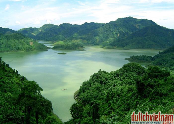 Hồ Hòa Bình