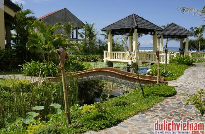 Resort tràn ngập màu xanh của cây lá