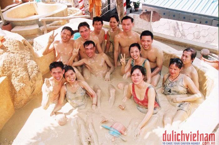Khu du lịch suối khoáng nóng Tháp Bà