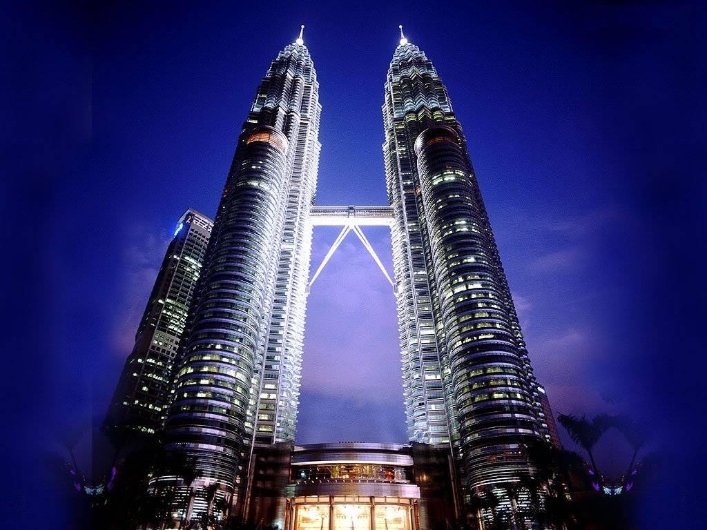 Tòa tháp đôi hoành tráng